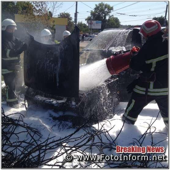 Новомиколаївці загорівся автомобіль