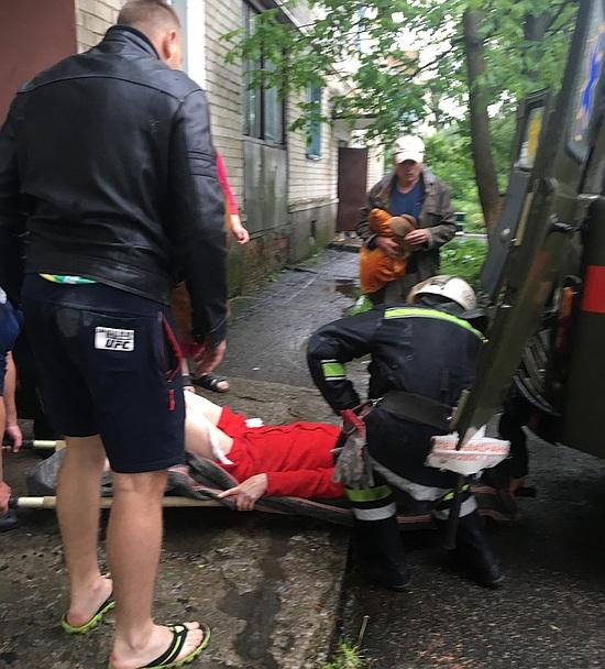 20 травня о 12:45 до Служби порятунку «101» надійшло повідомлення про те, що на вул. Гагаріна смт Онуфріївка пенсіонрека впала в підвал житлового будинку.