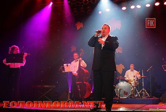 Сольный концерт известного Кировоградского инструментального ансамбля «Елисавет-ретро», который состоялся в Кировоградской областной филармонии, собрал целый аншлаг.