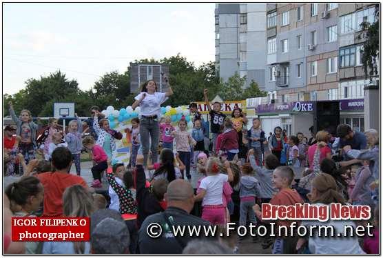 Сьогодні, 18 липня, в обласному центрі по вулиці Кропивницького зібралося багато містян, повідомляє FOTOINFORM.NET