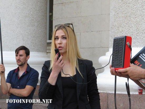 Сьогодні, 15 травня, у Кропивницькому відбувся мітинг під назвою «Ні виборам за законом Януковича!», яку провели представники громадських організацій та політичних партій, на площі перед приміщенням міської ради