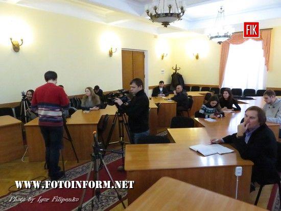 Сьогодні, 21 листопада, у Кіровоградській міськраді відбулася прес-конференція начальника відділу культури та туризму Анна Назарець і директора комунального підприємства «Міськсвітло» Дмитра Тоток.