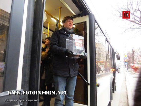 У Кропивницькому на машрут вийшов «Тролейбус кохання» (ФОТО)