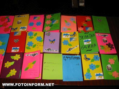 Кировоград: девочки и мальчики поддержали воинов (ФОТО)