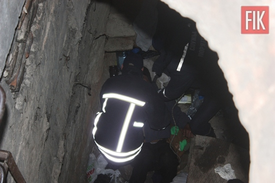 26 березня о 16:07 до Служби порятунку «101» надійшло повідомлення про те, що працівникам медичної служби «103» необхідна допомога по підняттю чоловіка з люка теплотраси на просп. Університетському в обласному центрі.