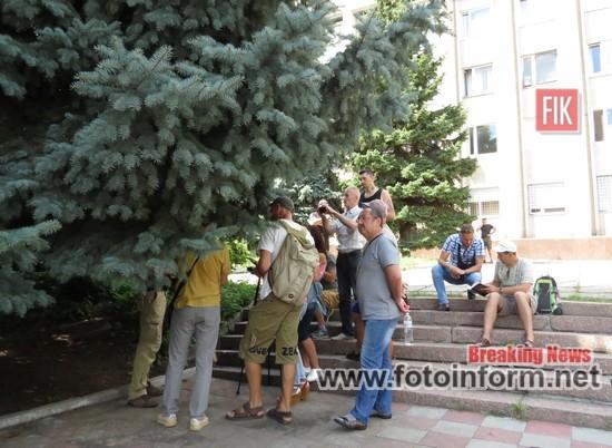 Сьогодні біля приміщення Кропивницького ВП ГУНП в Кіровоградській області відбулись збори громадських активістів.