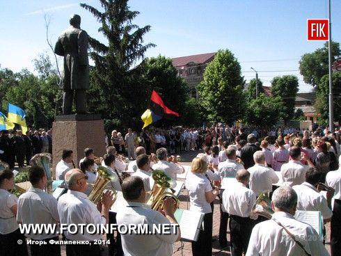 Сегодня, 22 мая, возле памятника Шевченко состоялся митинг по случаю 153-й годовщины перезахоронения праха Т.Г. Шевченко.
