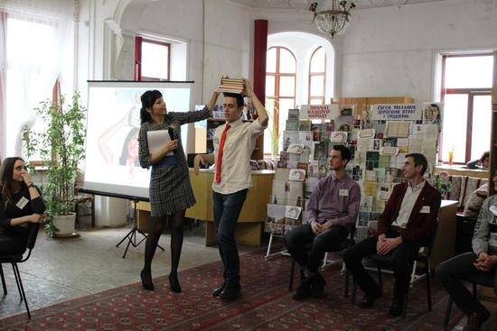 В Кіровоградській обласній бібліотеці для юнацтва ім. Є. Маланюка відбувся черговий захід бібліостудії «З екрану в реальність» - феєричне та місцями екстремальне шоу закоханих пар «Мій зможе».