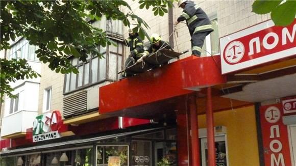 На Кіровоградщині жінка впала на дах піцерії