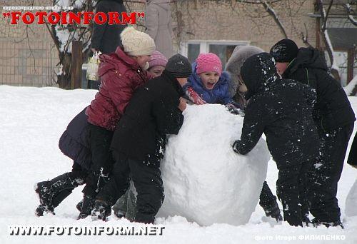 Вы очевидец: Снеговая баба в процессе (ФОТО)
