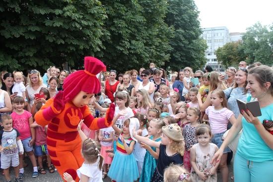 У Кропивницькому лялькарі закрили сезон з аншлагом (ФОТО)