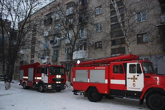 6 грудня о 15:20 до Служби порятунку «101» надійшло повідомлення про пожежу у квартирі на третьому поверсі багатоквартирного будинку по вул..Вокзальній у м. Кропивницький.