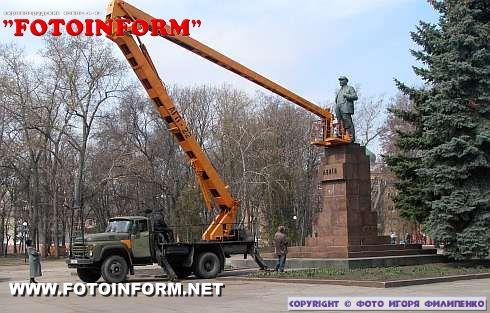 В Кировограде начался ремонт памятника Ленину (ФОТО)