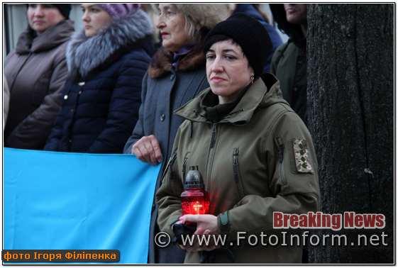 Сьогодні у місті Кропивницький на площі Героїв Майдану запалили лампадки на честь загиблих Героїв Небесної Сотн
