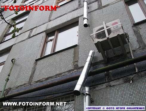 В Кировограде водосточные трубы не выдержали зимнего испытания (ФОТО)