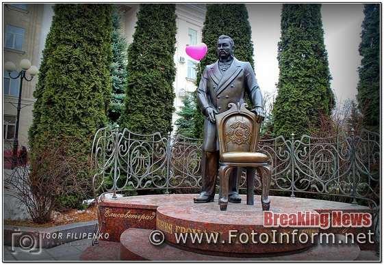 Фото дня, Кропивницький, пам'ятник меру, фото ігоря філіпенка, кропивницький новини, mews, ukraine