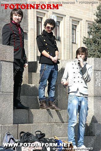 На площади Кирова кировоградцев учили танцам (ФОТОРЕПОРТАЖ) Игоря Филипенко