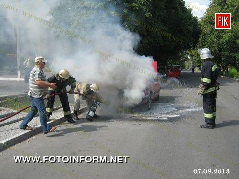 В Олександрії виникла пожежа моторного відсіку автомобіля AUDI-100, 1985 року випуску.