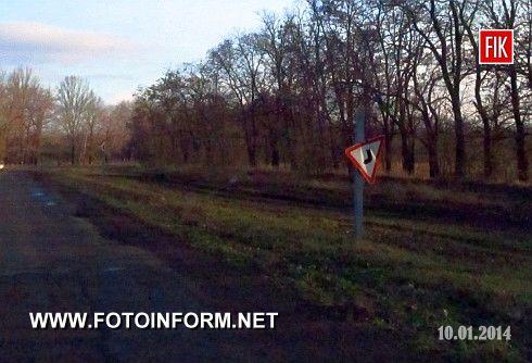 Люди забули про те, що дорожній знак – це не окраса, що стоїть обабіч шляху, а необхідність. Адже дорожні знаки – це дорожні вісники, головні інструкції руху автотранспорту на тому чи іншому відрізку дороги.