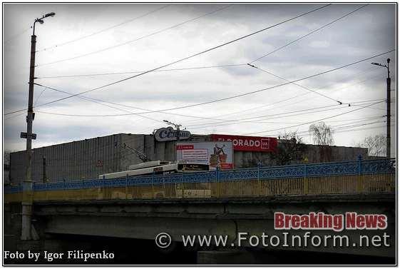 Зранку у місті Кропивницький була така гарна, сонячна, тепленька весняна погода, але у полодень відбулося різке погіршення погодних умов, повідомляє FOTOINFORM.NET