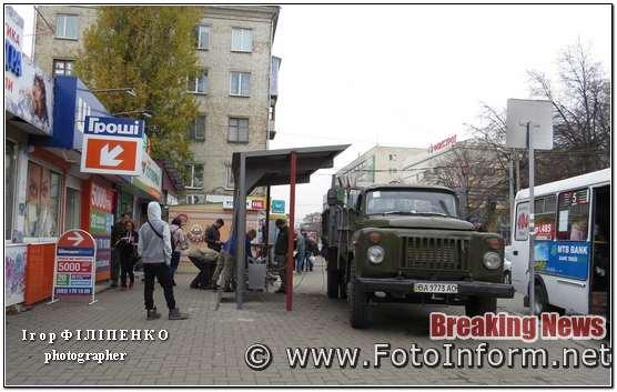 У Кропивницькому біля центрального ринку з'явилася облаштована зупинка