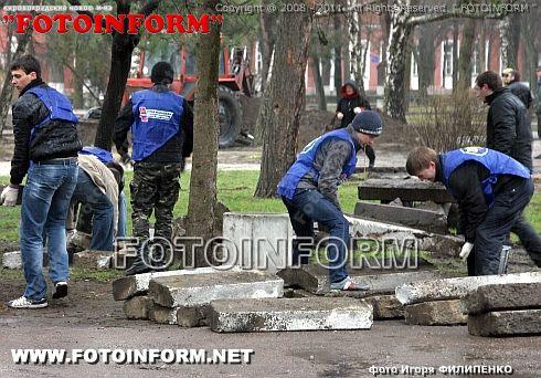 В Ковалевском парке за один день выросло 110 деревьев (ФОТОРЕПОРТАЖ) Игоря Филипенко