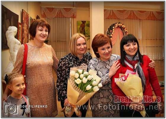 Урочиста шлюбна церемонія відбулася в Кіровоградському обласному художньому музеї сьогодні, 23 березня, повідомляє FOTOINFORM.NET
