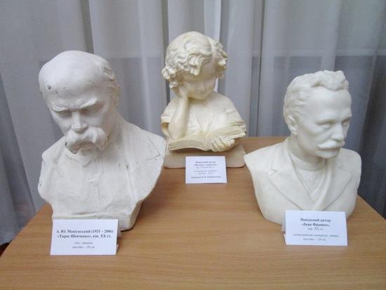 У Кропивницькому розгорнуто експозицію до Дня української писемності та мови