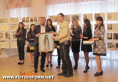 15 квітня 2015 року у Кіровоградському обласному художньому музеї відбулося відкриття виставки «Перший геноцид ХХ століття» до 100-річчя геноциду вірмен.