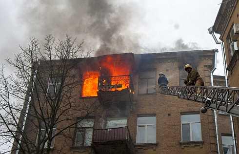 15 квітня о 9:20 до оперативно-координаційного центру ГУ ДСНС у місті Києві надійшло повідомлення про загоряння однієї з квартир п'ятиповерхового житлового будинку на вул. В. Житомирська, 13.