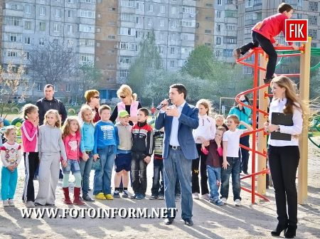 Мінімум десять нових ігрових та спортивних майданчиків упродовж літа-осені з'являться у Кіровограді. Їх встановлюватимуть у рамках торік розпочатої ініціативи.