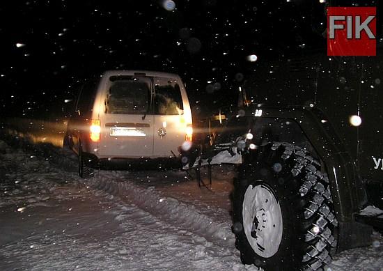 Протягом минулої доби рятувальники 39 разів надали допомогу водіям автомобілів, які потрапили до снігових заметів на автошляхах області.