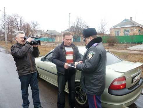 Інспектори ДАІ показали журналістам, як виявлятимуть водіїв, які порушують швидкісні режими
