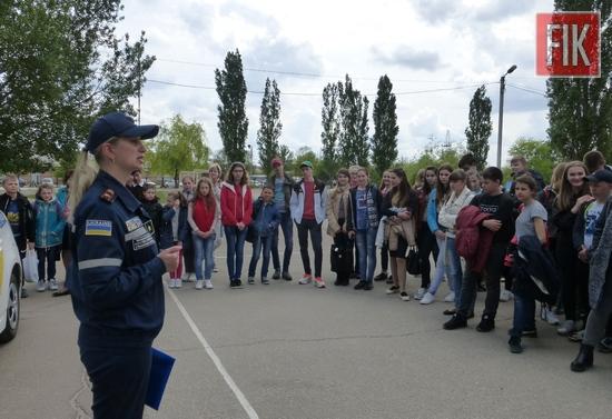 У загальноосвітніх та дошкільних закладах Кропивницького триває тиждень безпеки дорожнього руху, покликаний запобігти травмуванню та загибелі дітей на дорогах.