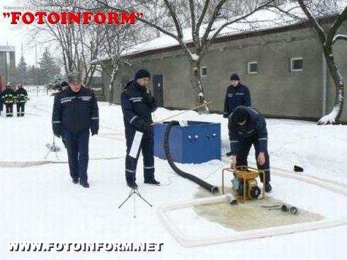 Під час практичних занять рятувальники області підготувалися до дій у разі виникнення паводку (ФОТО)