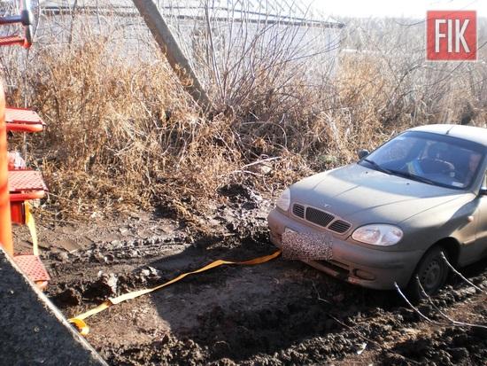 Пожежно-рятувальні підрозділи Кіровоградської області за минулу добу двічі виїжджали для надання допомоги водіям, чиї автомобілі опинились на складних ділянках автошляхів.
