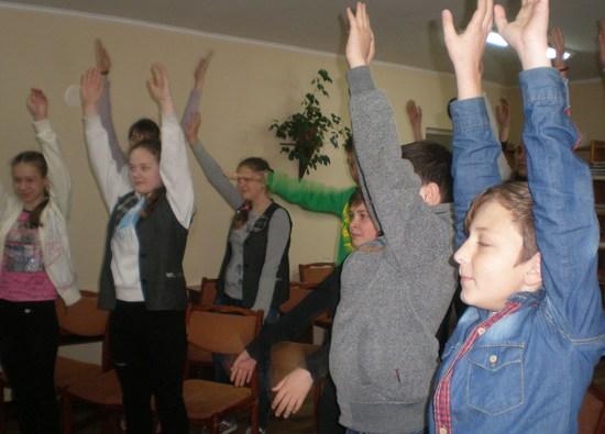 Про здоровий спосіб життя, сьогодні, 25 квітня говорили працівники філії №16 Кіровоградської міської централізованої бібліотечної системи з учнями 7-х класів ліцею №8.