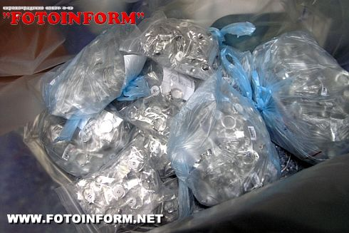Два чемодана с серебряными драгоценностями пытались незаконно ввезти из Турции (ФОТО)