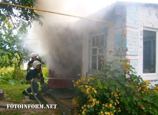 7 вересня о 08:17 до Служби порятунку «101» надійшло повідомлення про пожежу на території приватного домоволодіння на вул. Панаріна смт Знам'янка-Друга.