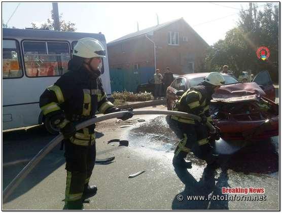 У Кропивницькому на перехресті вулиці Ушакова та провулку Дачного сталася ДТП (ФОТО)