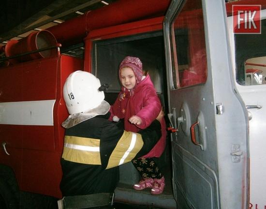 10 листопада до Знам'янського міськрайонного відділу Управління ДСНС в області завітали маленькі гості – вихованці дошкільного навчального закладу «Теремок», щоб познайомитись із роботою вогнеборців.