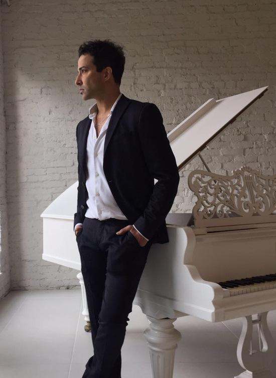 Американський співак, продюсер і актор, широко відомий в Лос-Анджелесі та Швеції, Камерон Каджай поспілкувався з FOTOINFORM.NET.