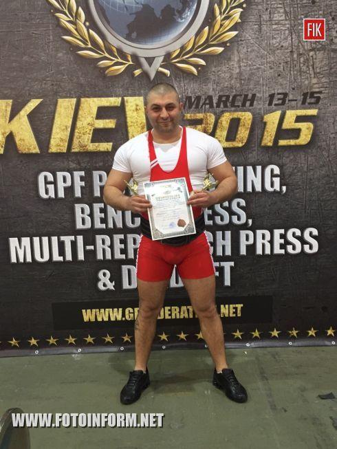 Наш земляк Гор Казарян одержал феерическую победу на чемпионате Европы по пауэрлифтингу.
