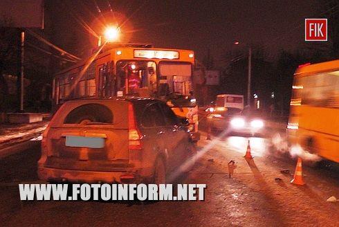 Кіровоград: масштабна дорожньо-транспортна пригода (ФОТО)
