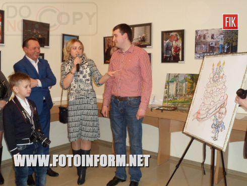 Вчера, 3 марта, владелец Кировоградской галерее «Елисаветград» Николай Цуканов выступил в новом амплуа, представив свои фотоработы в экспозиции, под названием «Так умеет каждый».