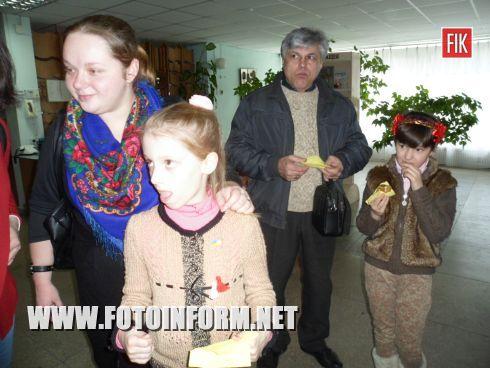В Кировоградской областной библиотеке имени Д. Чижевского состоялась благотворительная ярмарка, под названием «Мэрцишор».