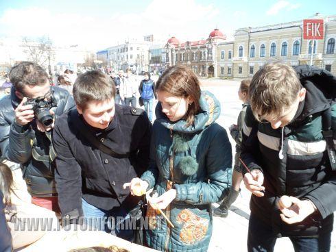 Сегодня, 9 апреля, на центральной площади Кировограда проходит акция «Пасха для героев».