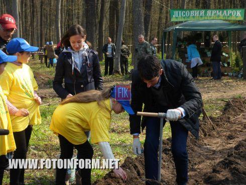 Сегодня, 16 апреля, в рамках десятой Всеукраинской акции «Майбутнє лісу в твоїх руках» состоялась посадка леса в нашей области.