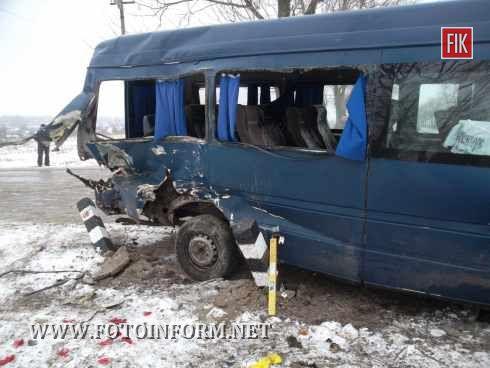 Кіровоградська область: сталося ДТП на нерегульованому залізничному переїзді (фото)