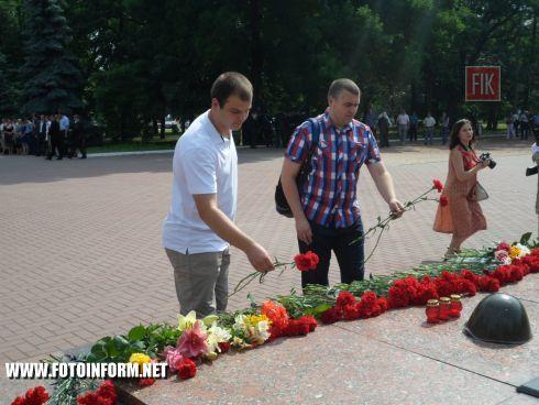 Сегодня, 22 июня, кировоградцы собрались на мемориальном комплексе «Крепостные валы» по случаю Дня скорби и памяти жертв войны в Украине.